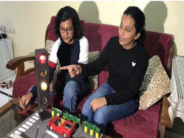 Two sisters from Ghatkopar have come up with an idea of extra blue light on traffic signal to stop air pollution. Photo/ANI