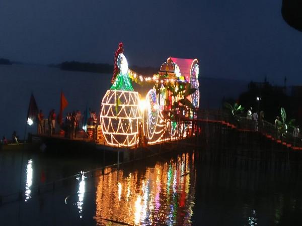 Boat ride of Goddess Kanaka Durga and Lord Malleswara on Dussehra in Vijayawada. Photo/ANI