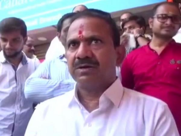 Rebel Shiv Sena candidate Dhananjay Bodare talking to ANI in Thane on Thursday