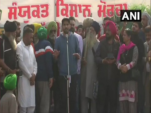 Boxer Vijender Singh addressing a gathering at Singhu border on Sunday.  [Photo/ANI]