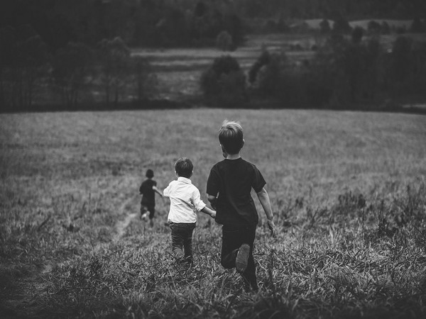 Positive surroundings in childhood has long-term health benefits: study
