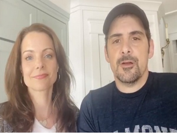 Singer Brad Paisley with wife Kimberly Williams Paisley (Image Source: Instagram)