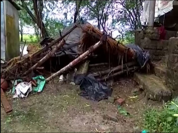Makeshift house in North 24 Parganas damaged by cyclonic storm Bulbul [Photo/ANI]