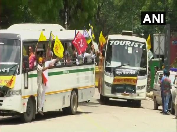 Buses carrying farmers arrive at Jantar Mantar. (Photo/ANI)