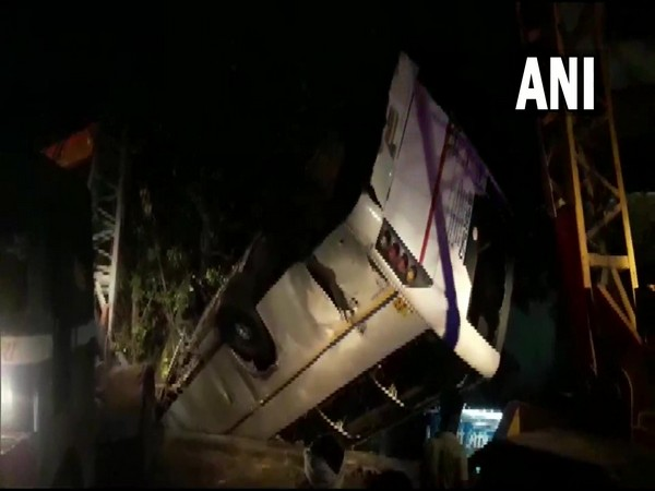 Visuals of the bus at Bhatia Modh flyover in Ghaziabad