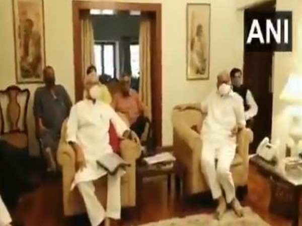 Opposition leaders, eminent personalities meet at Sharad Pawar's Delhi home (photo/ANI)
