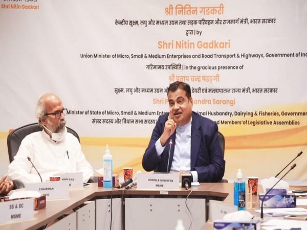 Union Minister Nitin Gadkari inaugurates 50 SFURTI clusters (Photo/Twitter)