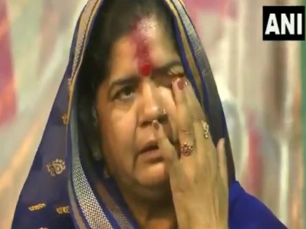 Imarti Devi shedding tears at a rally in Gwalior. (Photo/ANI)