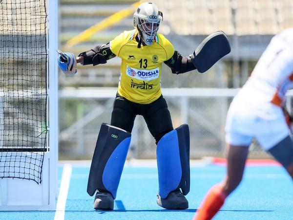 Goalkeeper Rajani Etimarpu (Photo/ Hockey India)
