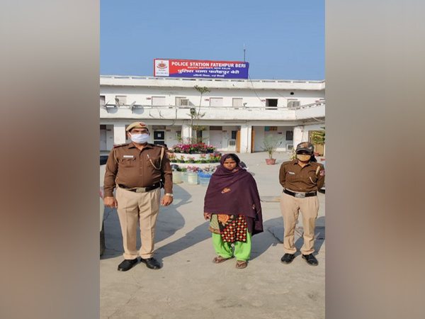 Delhi Police with the arrested woman.