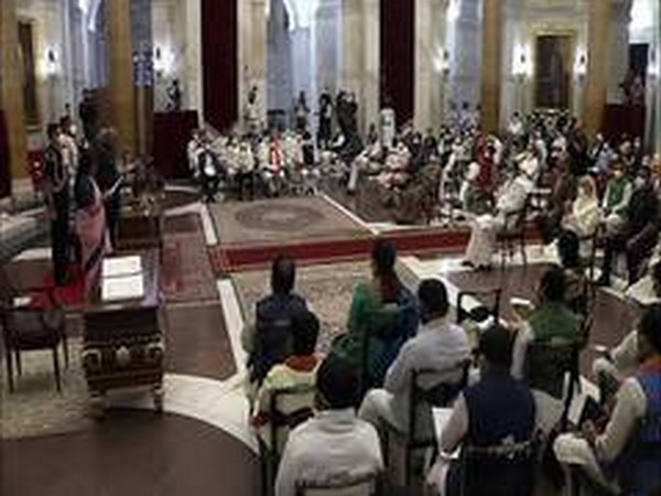 Visual of swearing-in ceremony at Rashtrapati Bhavan on Wednesday.