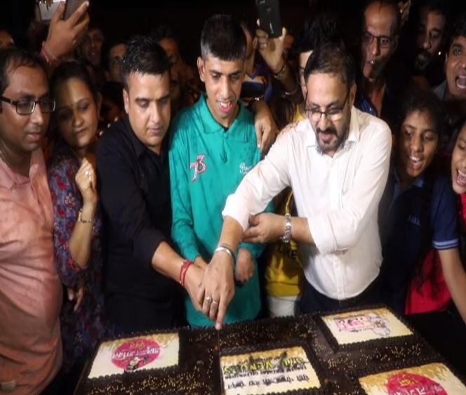 BJP MLA Harsh Sanghavi (left) celebrating PM Modi's 69th birth anniversary in Surat. (Photo/ANI)