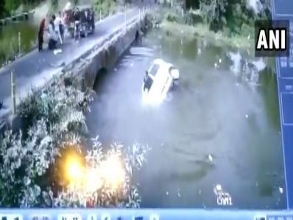 The car fell into a river in Orchha town after avoiding an accident with auto-rickshaw coming from opposite direction.