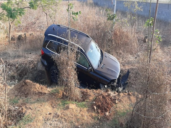 Vehicle of YS Jagan Mohan Reddy's brother-in-law fell in a roadside gorge on Saturday. Photo/ANI