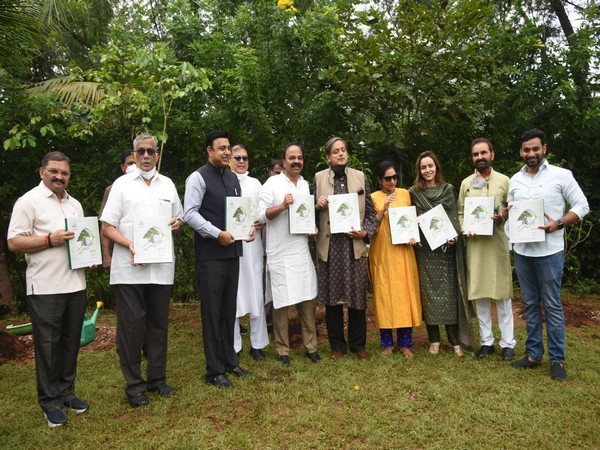 Dr Shashi Tharoor along with the Members of Parliamentary Standing Committee at the Green India Challenge. (Photo/ANI)