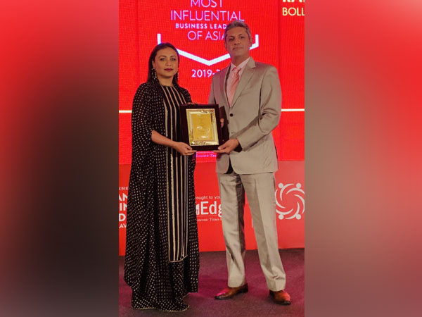 Rani Mukherji receiving 'Most Influential Cinema Personality' Award in South-East Asia.