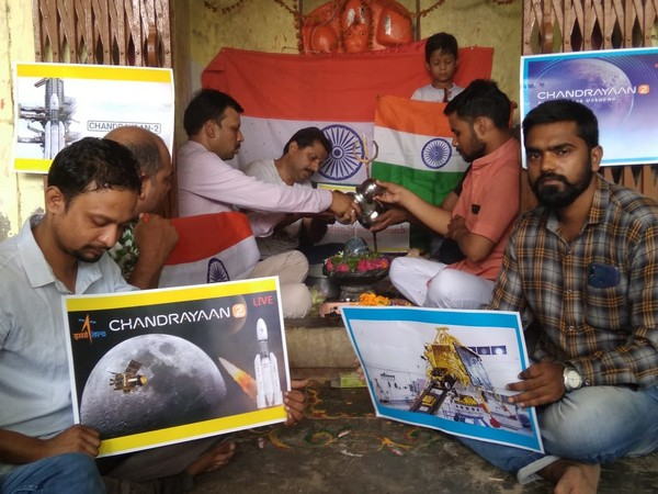People in Kanpur offering prayers to Lord Shiva for the success for Chandrayaan-2 mission