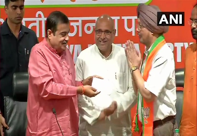 Former IAS officer of Punjab cadre SS Channy joining BJP in presence of Union Minister Nitin Gadkari in New Delhi on Thursday Photo/ANI.