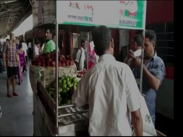 A vendor seeling fruits at Charbagh Railway station on Wednesday. [Photo/ANI]