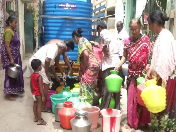 Locals line up to collect water in Chennai. (Photo:ANI)