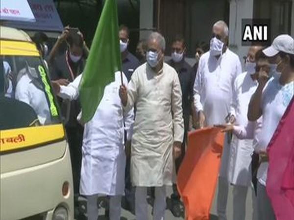 Chhattisgarh Chief Minister Bhupesh Baghel flagging off Corona Vijay Rath in Raipur on Sunday.