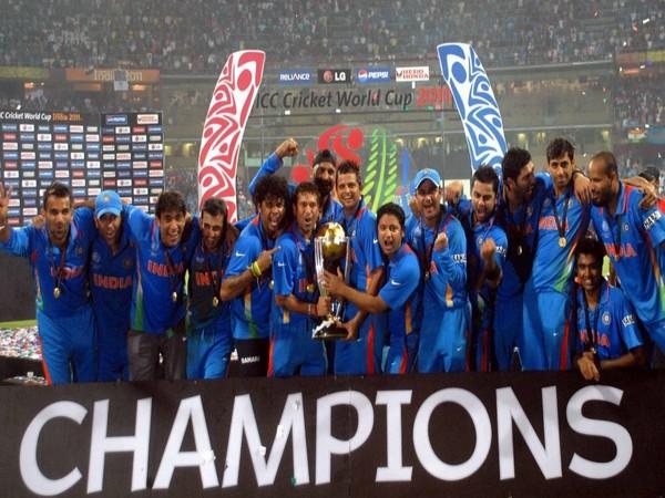 Team India after winning the 2011 World Cup (Photo/ Suresh Raina Twitter)