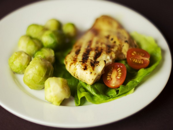 Studies have shown that alternating between times of having meals and fasting supports cellular health.
