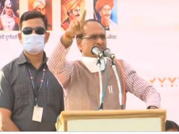 Madhya Pradesh Chief Minister Shivraj Singh Chouhan addresses an event in Umaria on Wednesday. (Photo/ANI)