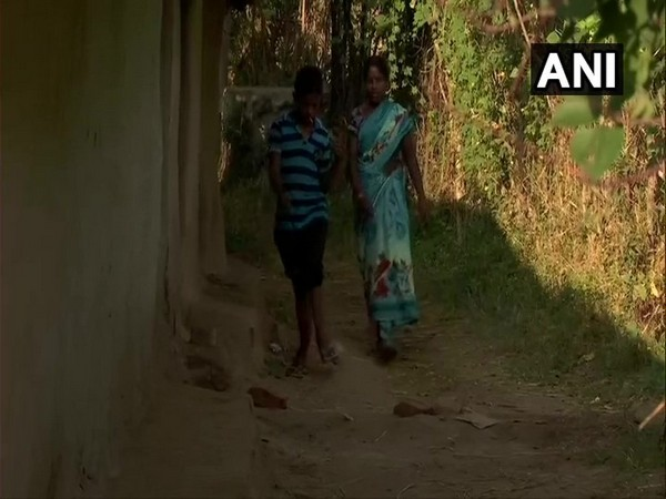 locals of Chukru village in Palamu Jharkhand are facing fluoride contamination in water