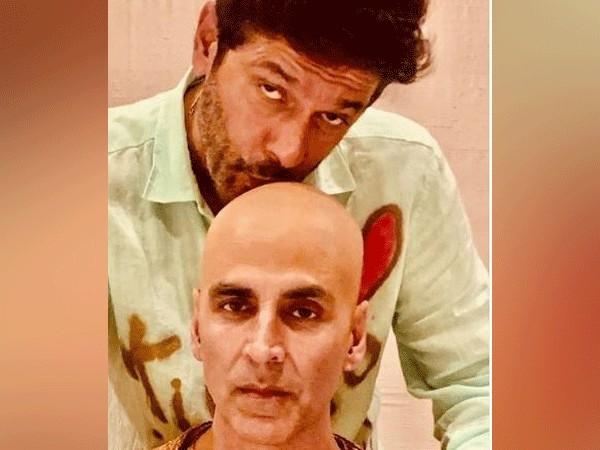 Chunky Panday and Akshay Kumar (Image courtesy: Instagram)
