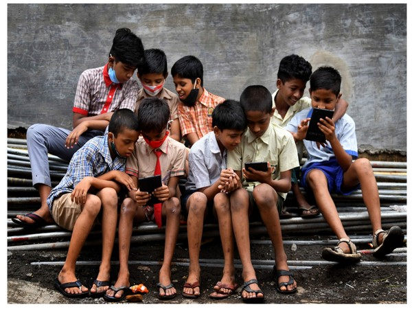 CFTI in association with the Dharavi Foundation aims at enabling over 1000+ students in the slum areas of Dharavi through digital mediums.