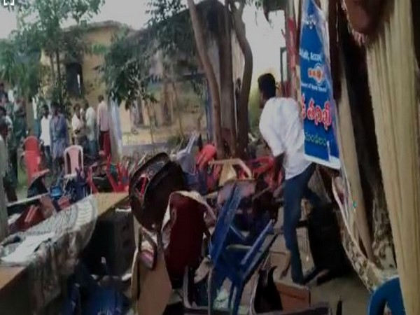 TDP and YSRCP supporters clash at a village in Srikakulam, Andhra Pradesh on Monday. Photo/ANI