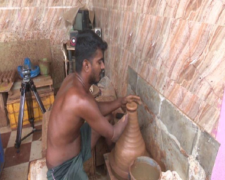 Velmurugan at his home making clay artefacts in Madurai on Tuesday. Photo/ANI