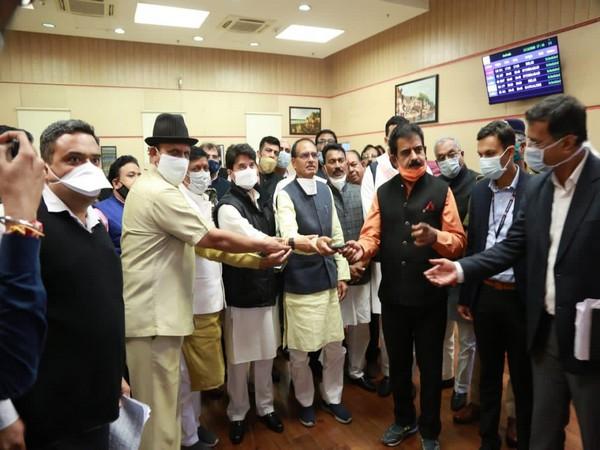 Madhya Pradesh Chief Minister Shivraj Singh Chouhan inaugurating a de-addiction center in Indore on Friday. (Photo/ANI)