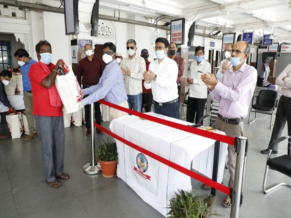 Licensed porters of Kacheguda Railway Station received aide from Officers & Staff of Head Quarters Commercial Branch [Photo/ANI]