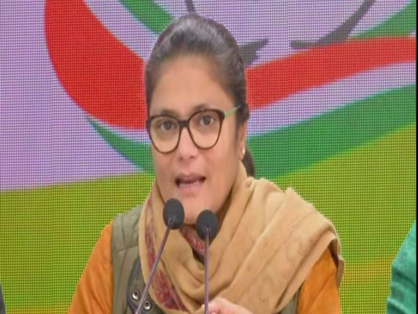 Sushmita Dev, the member of A fact-finding committee of the Congress addresses media in New Delhi [Photo/ANI]
