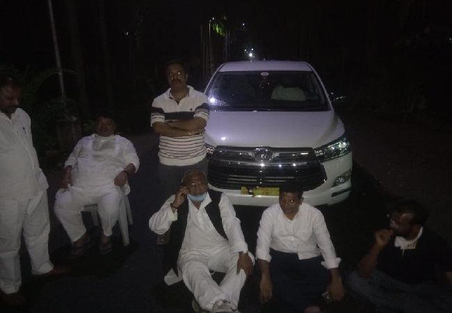 A visual from the spot where Congress leaders sat down the road in protest