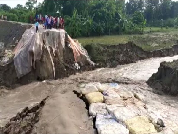 The protective embankment built on the Bagmati River for the construction of a dam was damaged due to heavy water pressure. (Photo/ANI)