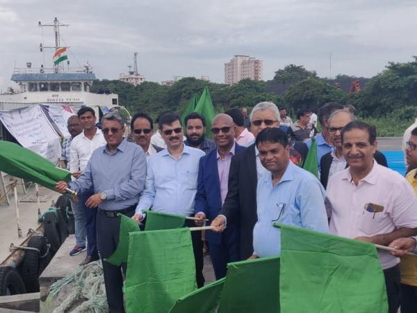 IWAI Chairman Pravir Pandey along with other officials flags off MV Bhavya for onward journey from Kolkata on Wednesday. Photo/ANI
