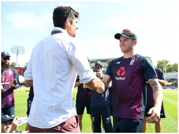 Alastair Cook presenting Jason Roy his Test cap on debut (Photo/ICC Twitter)