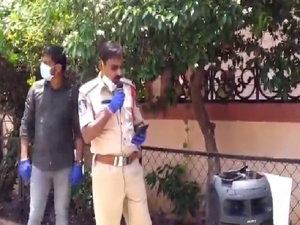 The cop of Hyderabad Police who sang to wish a woman on her birthday. Photo/ANI