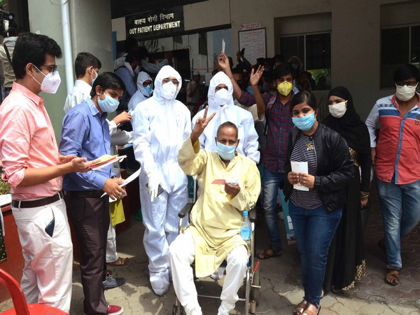 Patients coming out of hospital in Bhopal after recovering from COVID-19 on June 1. (ANI Photo)