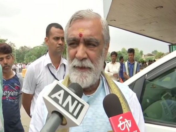Minister of State for Health and Family Welfare, Ashwini Kumar Choubey speaking to media persons in Patna on Sunday. (Photo/ANI)