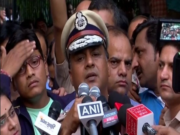 Devesh Chandra Srivastava, Joint Commissioner of Police (Southern Range) speaking addressing protesters at ITO, New Delhi on Tuesday. Photo/ANI