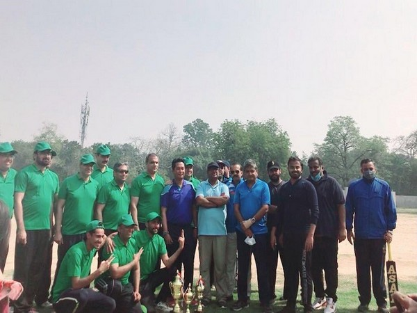Pakistan High Commission officials and members of the Indian media after the cricket match