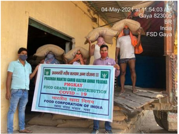 Centre supplies 5.88 LMT food grains for distribution to more than 80 crore beneficiaries under PMGKAY (Photo/PIB)