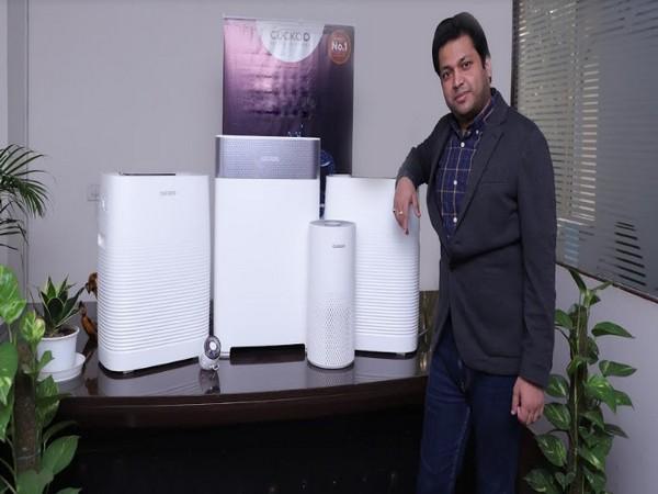 Satyajeet Kumar Arun, Managing Director, Cuckoo India with Cuckoo Air Purifier