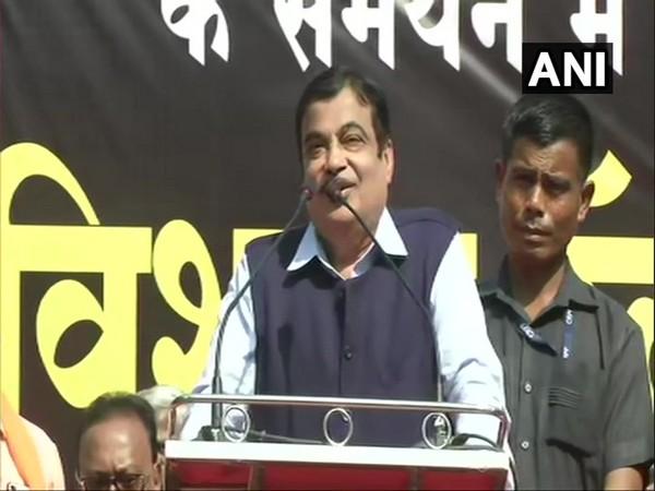 Union Minister Nitin Gadkari addressing rally in Nagpur on Sunday (photo/ANI)