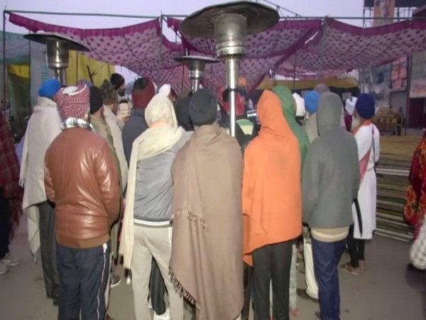 Gas heaters installed at Singhu border (Photo/ANI)