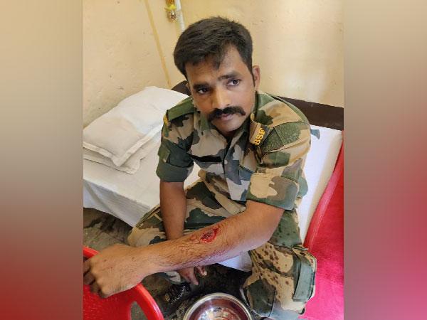 Visuals of BSF Jawan who kept fighting with Bangladeshi Intruder in Nadia